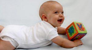 abilitatile motorii unui bebelus de 5 luni