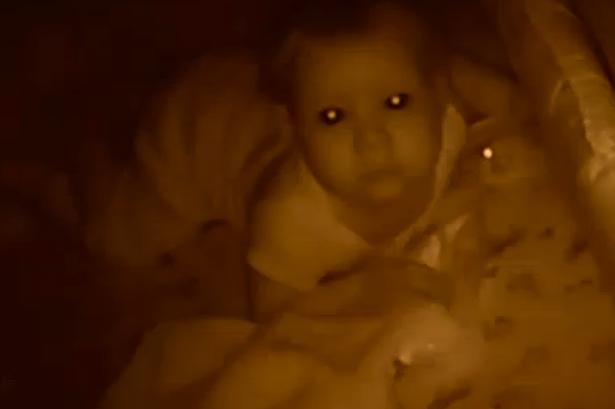 bebelusul se trezeste des noaptea
