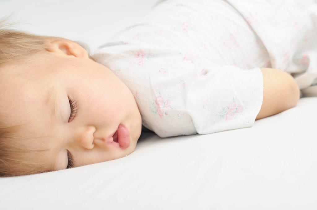 starile de somn ale unui bebelus