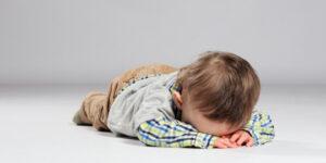 Moduri de a linisti copiii isterici