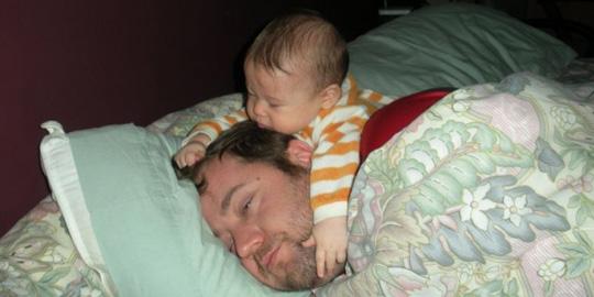 bebe cu tata