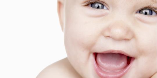 bebelus fericit