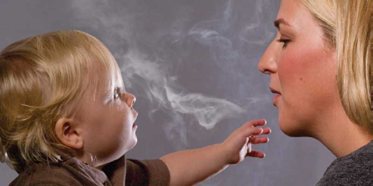 Bebelusi afectati de fumatul la mana a 3 a