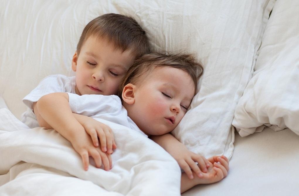 Cat de mult dorm bebelusii?