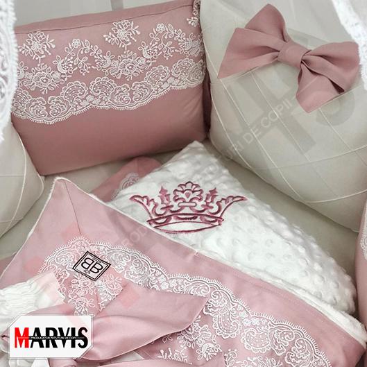 Lenjerie broderata roz